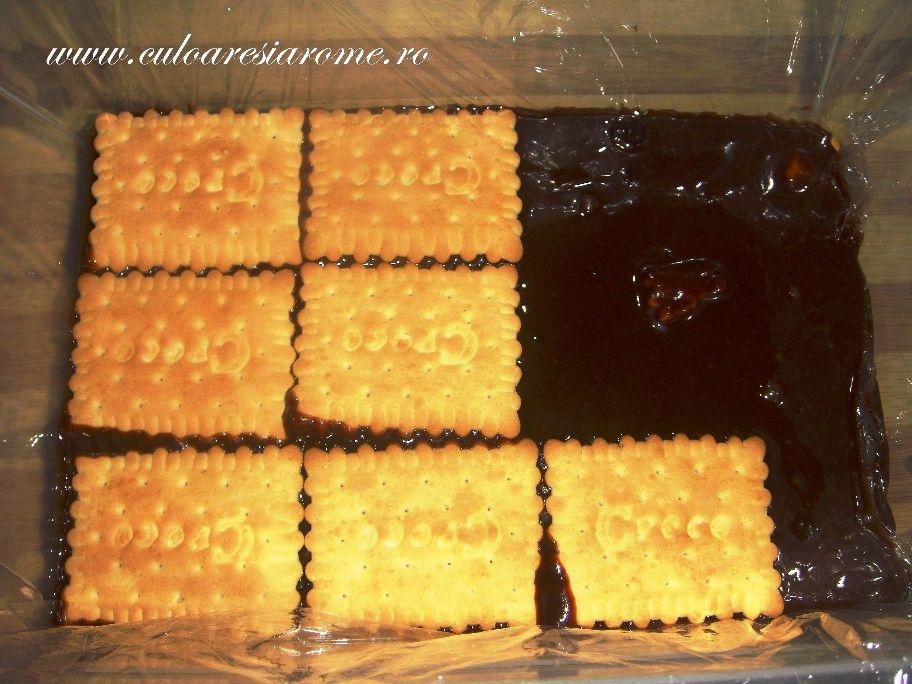 """Prajitura """"Dobos"""" cu blat de biscuiti"""
