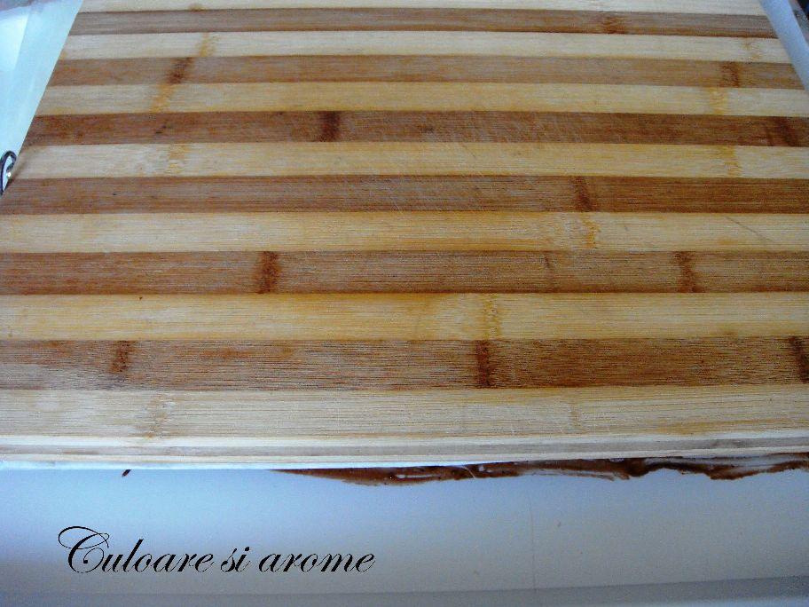 Prajitura din foi de napolitana cu crema de biscuiti