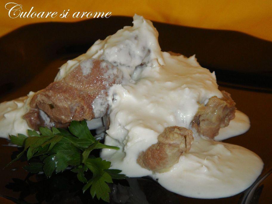 Ceafa de porc cu sos de hrean si smantana