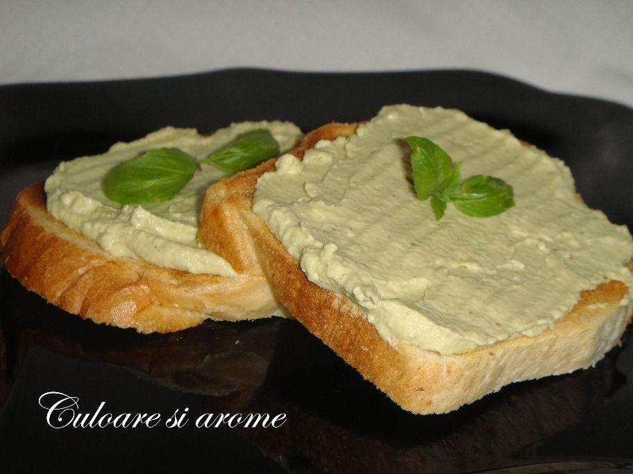Rosii umplute cu crema de avocado si branza